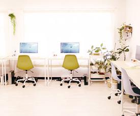 清潔感のあるグリーンいっぱいの教室